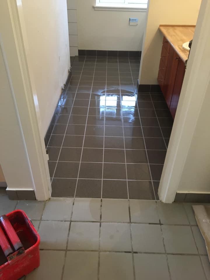 Nye fliser på badeværelse i Ugerløse